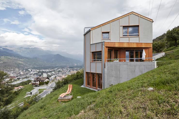 Neubau Einfamilienhaus, Salins: moderne Häuser von Holzhausen Zweifel Architekten