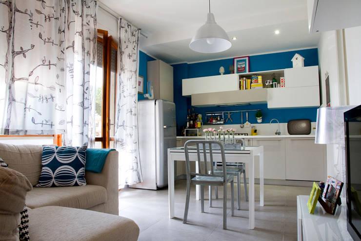 Casa B/R : Sala da pranzo in stile  di Lorenzo Rossi | Architetto