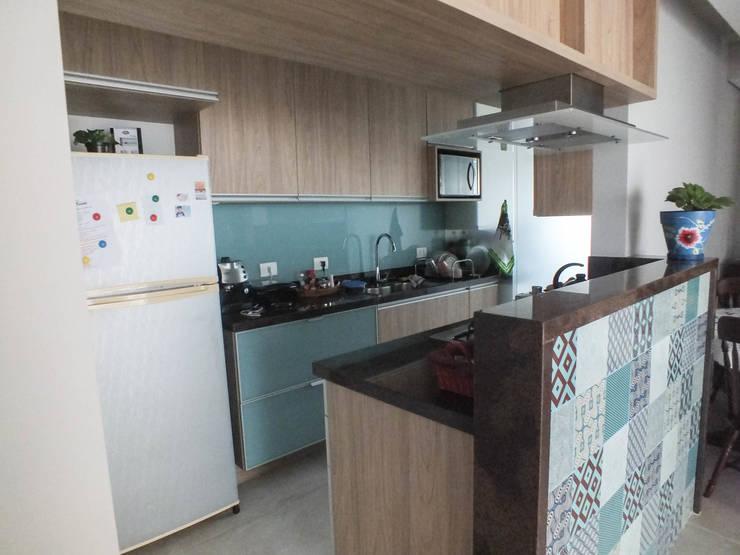 Cozinha: Cozinhas clássicas por Arketing Identidade e Ambiente