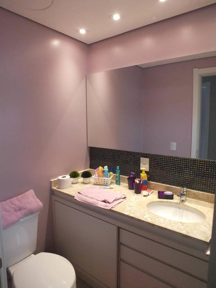 Banheiro da menina: Banheiros clássicos por Arketing Identidade e Ambiente