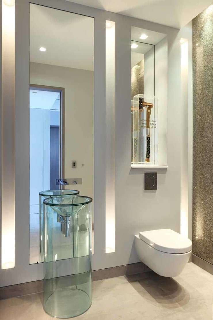 GUEST POWDER ROOM:  Bathroom by Iggi Interior Design