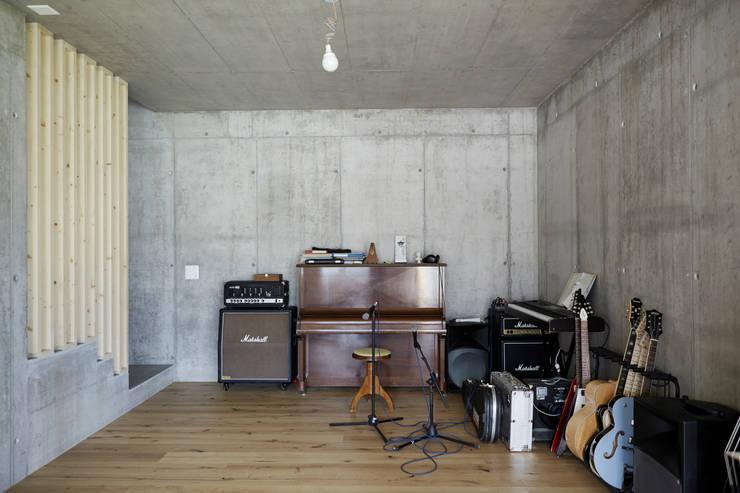 Neubau Einfamilienhaus, Salins: moderne Arbeitszimmer von Holzhausen Zweifel Architekten