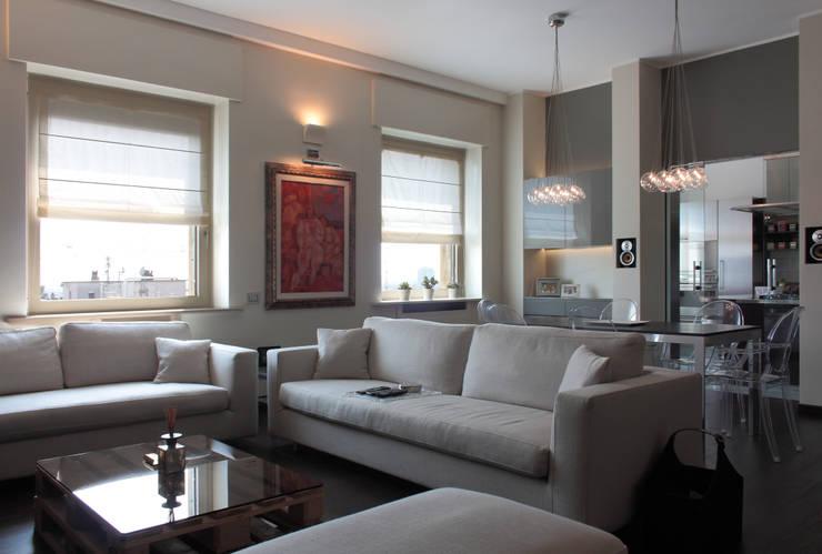soggiorno con zona pranzo: Soggiorno in stile in stile Moderno di Gaia Brunello | Photo&HomeStaging