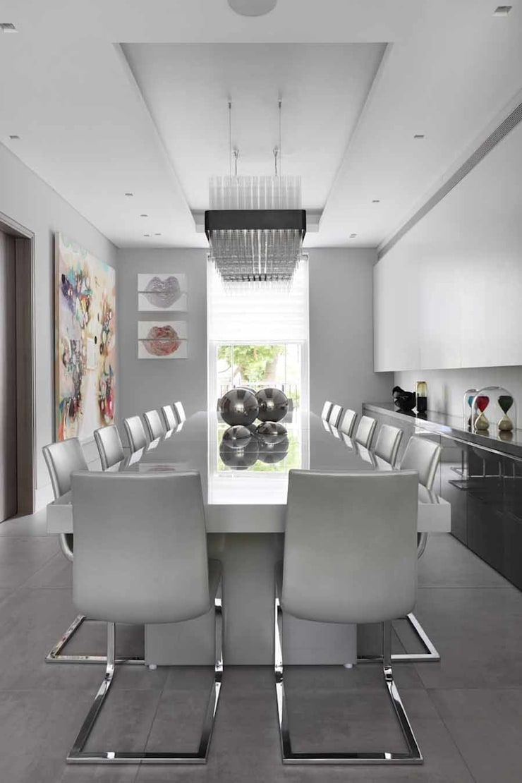 DINING ROOM:  Dining room by Iggi Interior Design