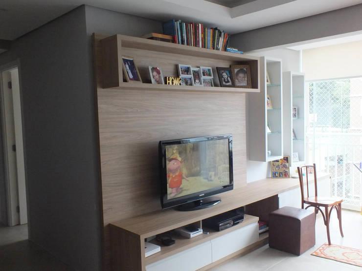 Estar: Salas de estar clássicas por Arketing Identidade e Ambiente