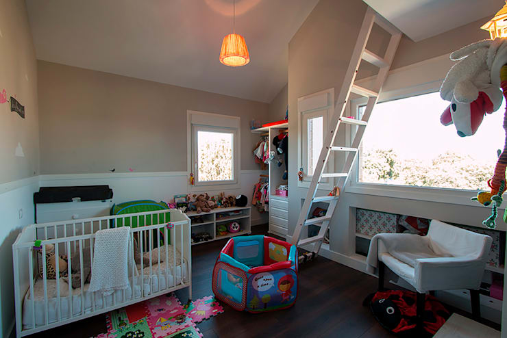 classic Nursery/kid's room by Canexel