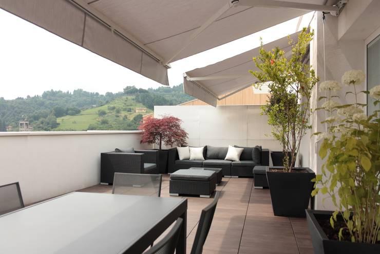 terrazzo: Terrazza in stile  di Gaia Brunello | Photo&HomeStaging