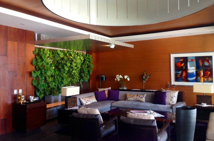 Jardín Vertical: Paisajismo de interiores de estilo  por ENVERDE