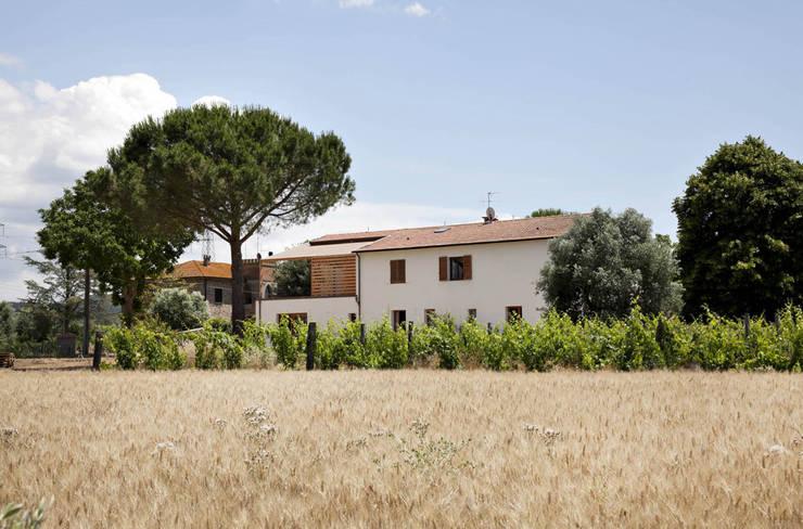 Casas de estilo mediterraneo por mc2 architettura