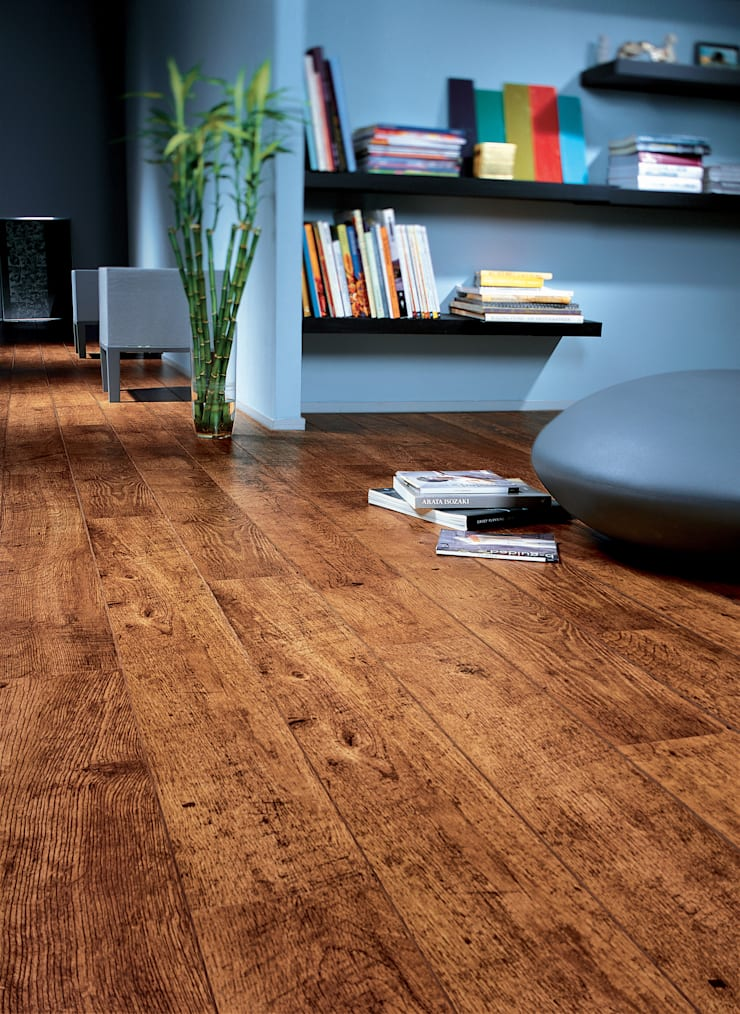 Antique Oak:  Walls & flooring by Quick-Step
