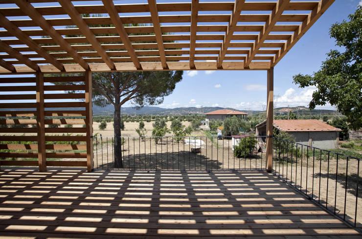 Terrazas de estilo  por mc2 architettura