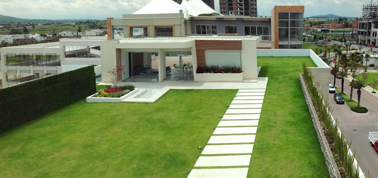 Roof Garden Sonata : Oficinas y tiendas de estilo  por ENVERDE