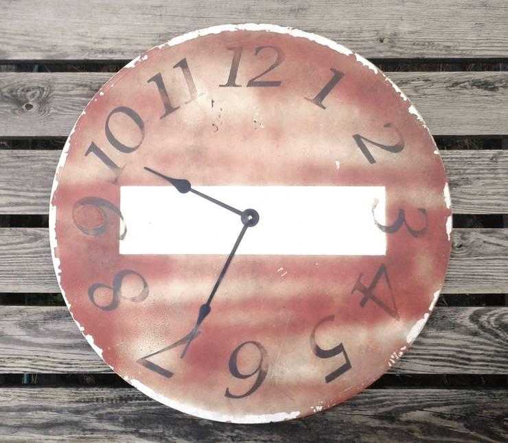 zegar ZAKAZ WJAZDU: styl , w kategorii Salon zaprojektowany przez Naturalina
