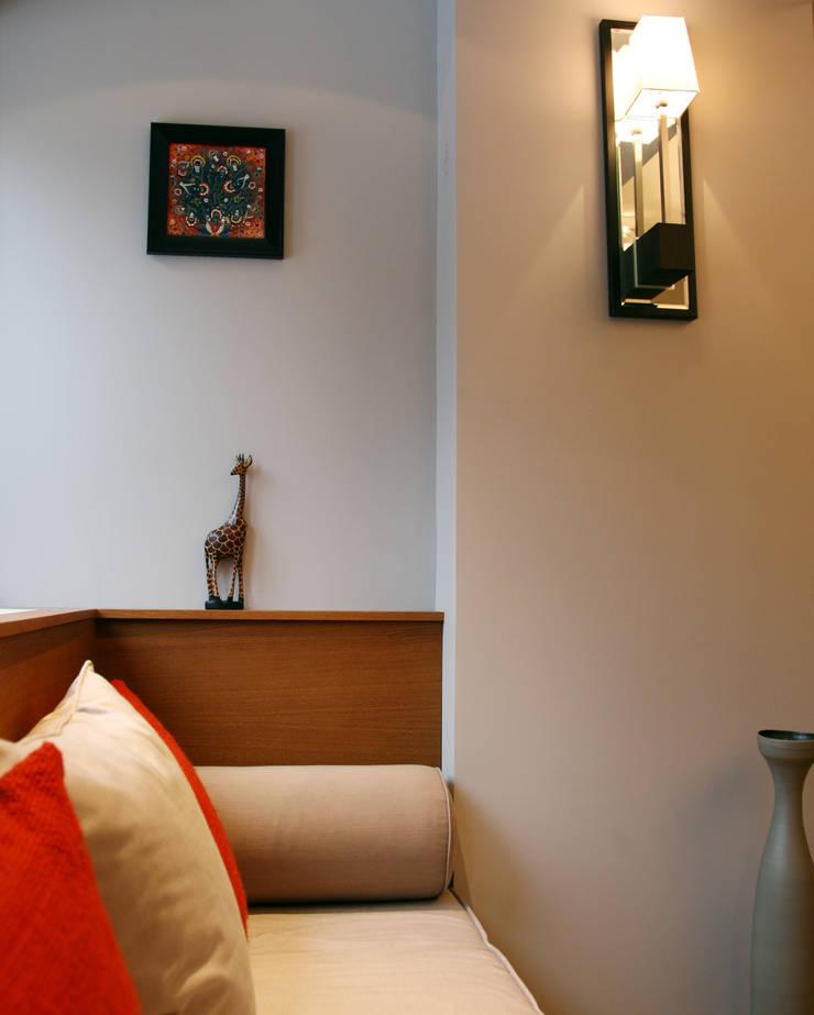 Маленькая квартира на Плющихе: Гостиная в . Автор – Архитектурная Мастерская Акинкина и Авруцкой