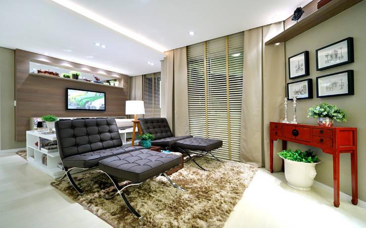 Apartamento integrado em Londrina: Salas de estar  por Evviva Bertolini
