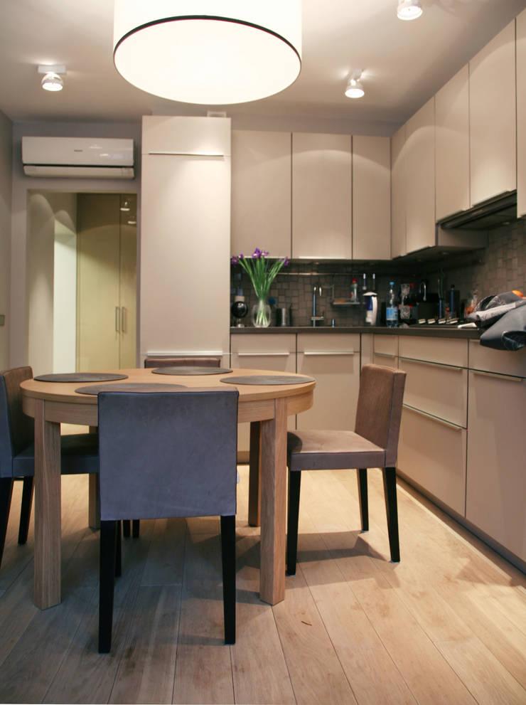 Маленькая квартира на Плющихе: Кухни в . Автор – Архитектурная Мастерская Акинкина и Авруцкой