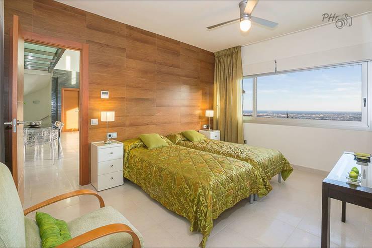 dormitorio con vista: Dormitorios de estilo  de Hansen Properties