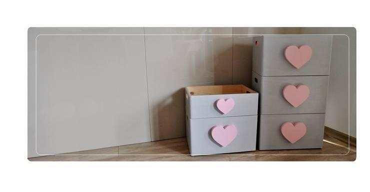 Skrzynia na zabawki z sercem: styl , w kategorii Pokój dziecięcy zaprojektowany przez Zuzu Design