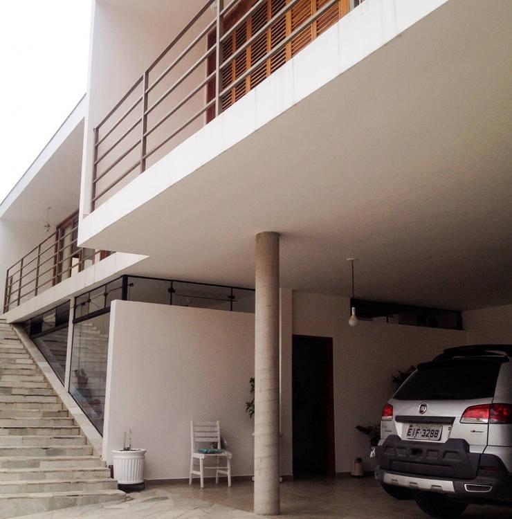 residência em sorocaba: Casas modernas por nzaa arquitetura e urbanismo