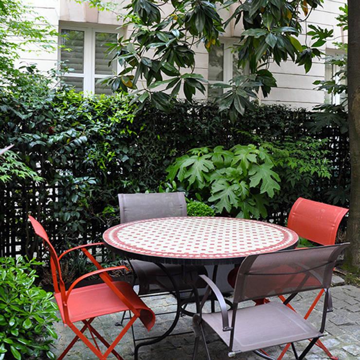 UN JARDIN DE FEUILLAGES: Jardin de style de style Classique par  GARDEN TROTTER