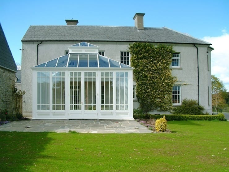 Hardwood Conservatory: classic Conservatory by Hampton Windows