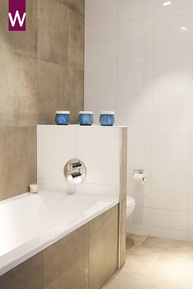 Rustieke badkamer met groot formaat tegels in natuurlijke tinten:  Badkamer door Van Wanrooij keuken, badkamer & tegel warenhuys