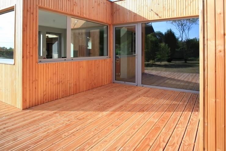 le patio: Maisons de style de style Scandinave par bertin bichet architectes