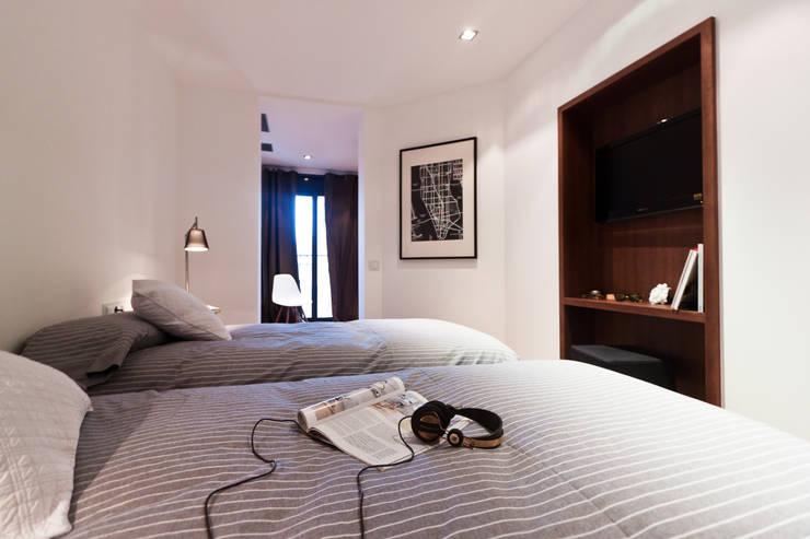 Apartamento turístico RBLA. CATALUNYA  -  Una espacio para disfrutar: Dormitorios infantiles de estilo  de Miriam Barrio