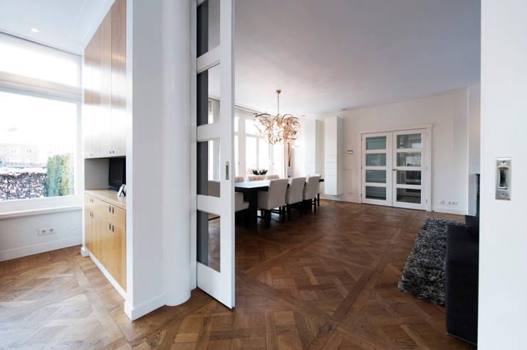 Begeleiden verbouwing,  interieur-voorstel en levering van de meubels:  Eetkamer door Mood Interieur