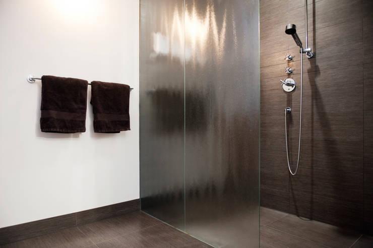Baños de estilo moderno de Mood Interieur