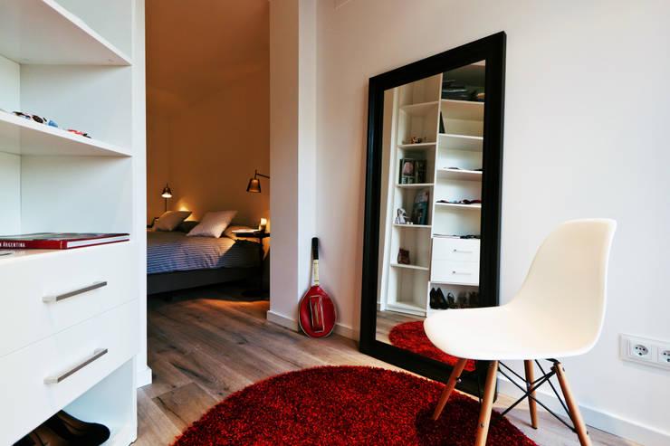 Apartamento turístico RBLA. CATALUNYA  -  Una espacio para disfrutar: Dormitorios infantiles de estilo moderno de Miriam Barrio