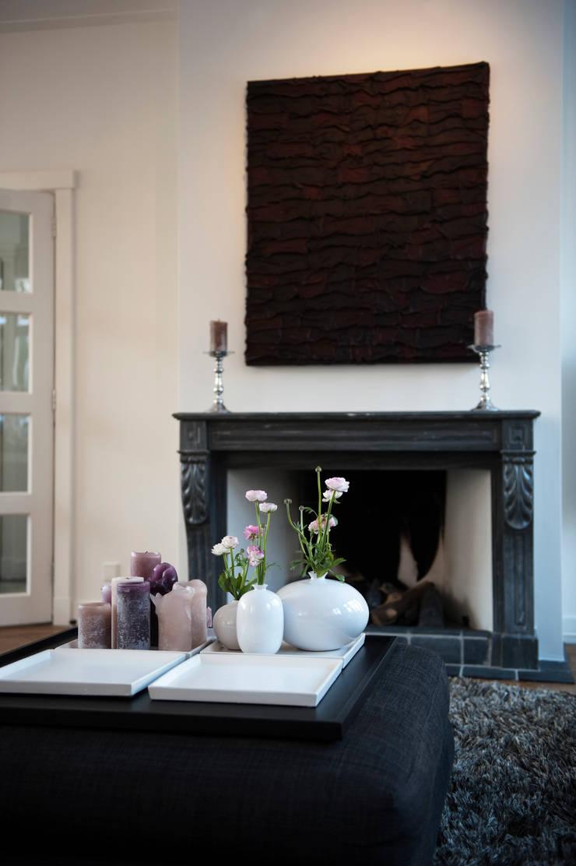 Begeleiden verbouwing,  interieur-voorstel en levering van de meubels:  Woonkamer door Mood Interieur