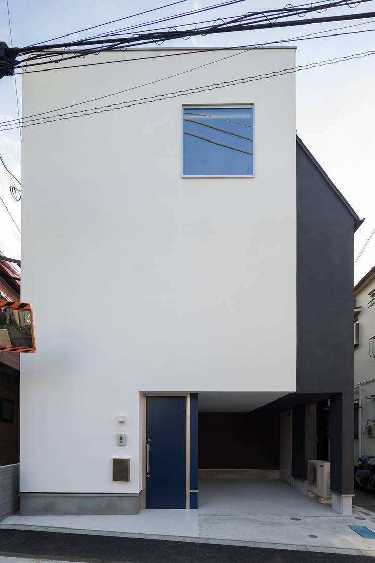 黄金比の家: 株式会社 建築集団フリー 上村健太郎が手掛けた家です。,モダン