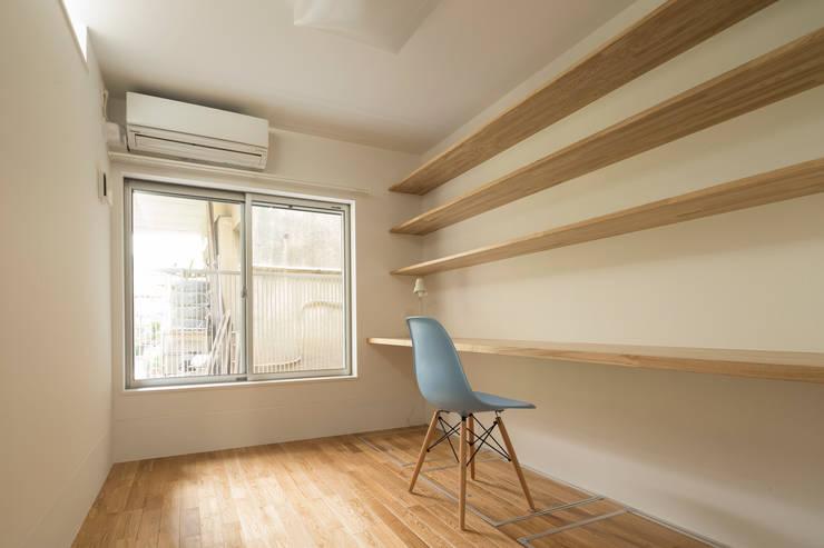住み育について考える(子供部屋): 株式会社 建築集団フリー 上村健太郎が手掛けた子供部屋です。,モダン