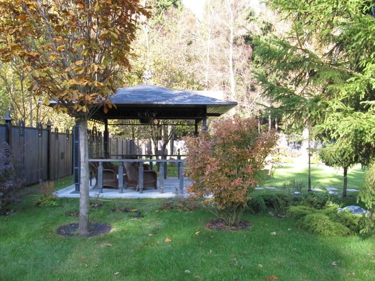 Загородный дом: Сад  в . Автор – Leonid Voronin Architect