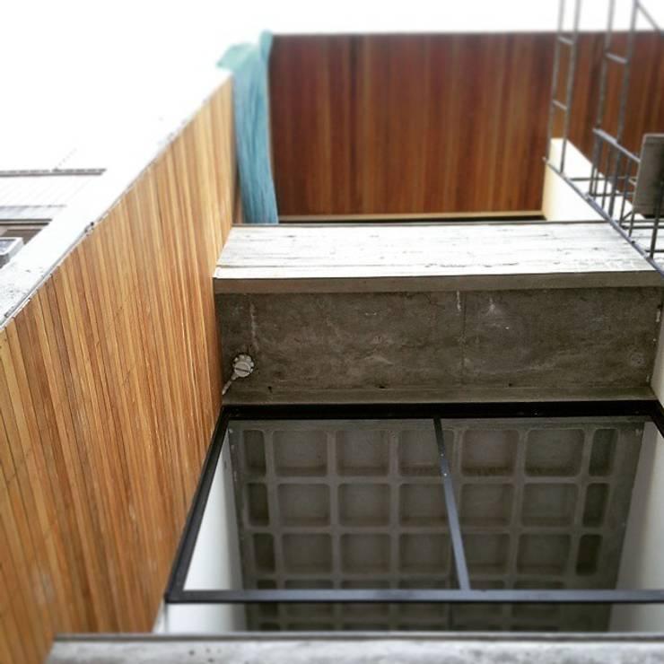 S17 LOFTS – Edificio Residencial Porto Alegre / Brasil: Casas  por hola