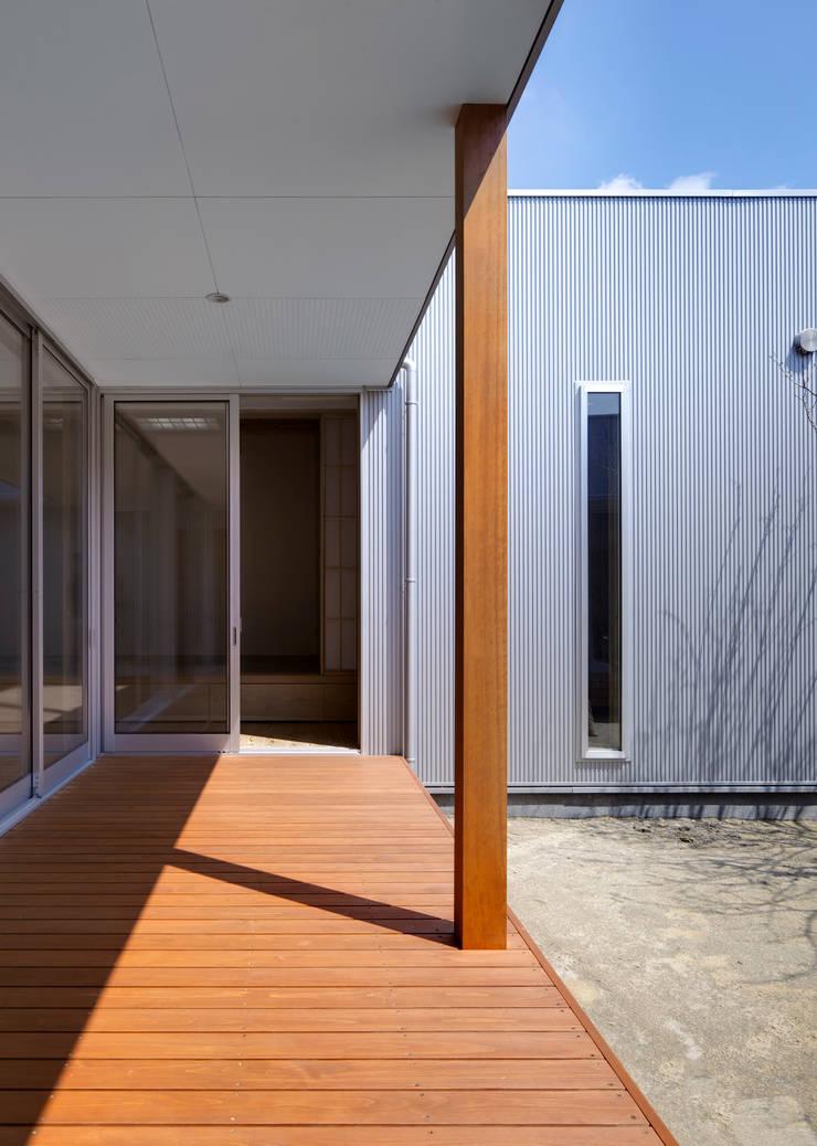 中庭: 有島忠男設計工房が手掛けた庭です。