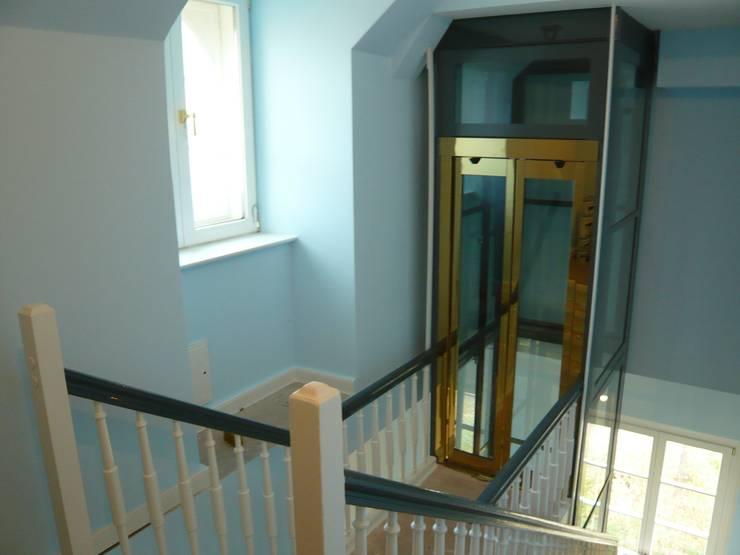 Aufzug DG nach Umbau & Sanierung:   von Atelier von Wecus