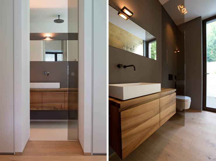 Bathroom by DG/D Architekten