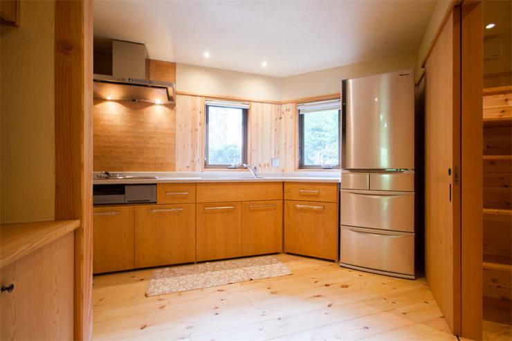 貸別荘さくら庵‐キッチン: 有限会社中村建築事務所が手掛けたキッチンです。