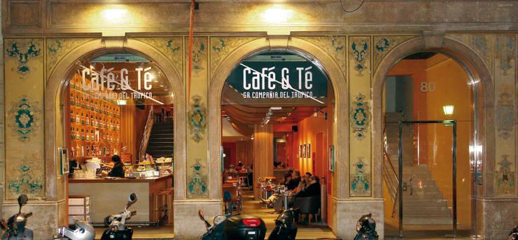 Fachada: Bares y Clubs de estilo  de Carlos Martinez Interiors