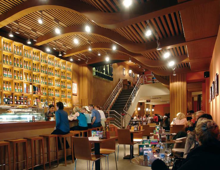 Interior barra de bar: Bares y Clubs de estilo  de Carlos Martinez Interiors