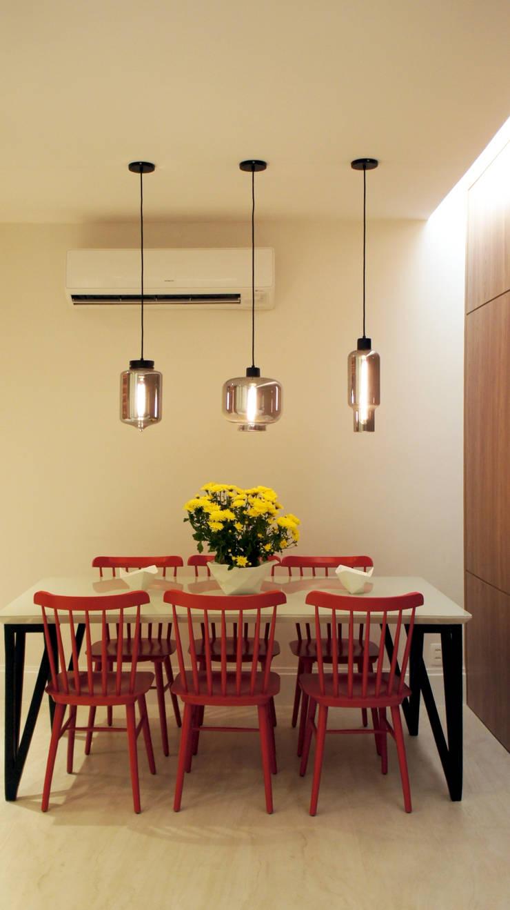 Sala de Jantar: Salas de jantar escandinavas por fpr Studio