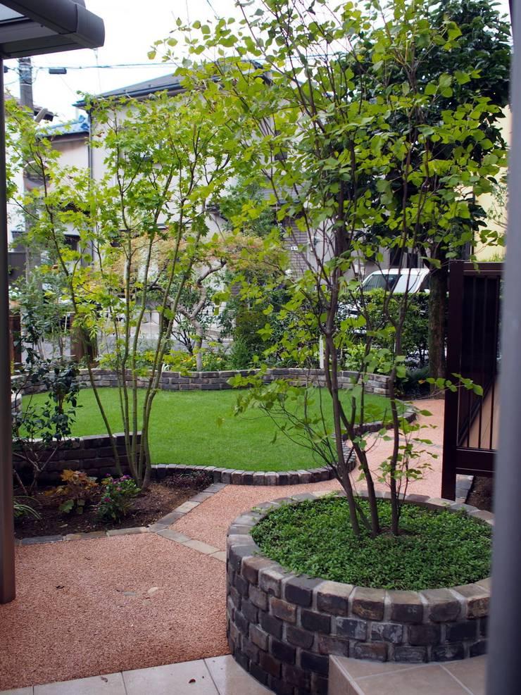 Jardines de estilo  de 空間工房 欅, Rural