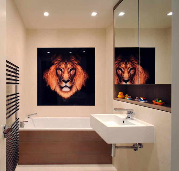 Kids Bathroom - Rotherwick Road:  Bathroom by TG Studio