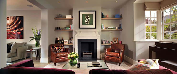 Rotherwick Road - Hampstead Garden Suburbs 'Arts & Crafts' House :  Living room by TG Studio