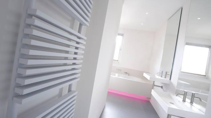 Kinderbadkamer Groningen:  Badkamer door Studio Doccia