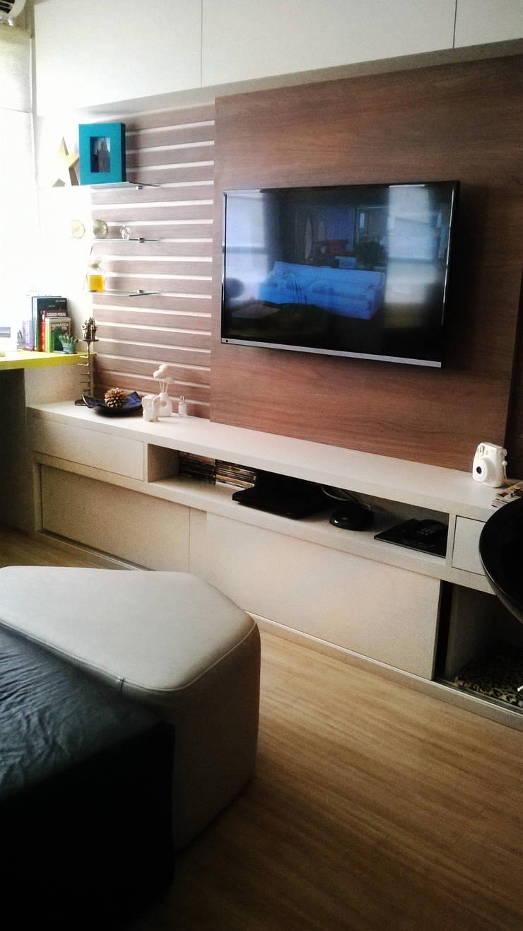 Home theater: Salas de estar  por D`Vita - Marcenaria de Luxo,Moderno
