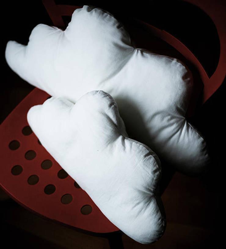 Poduszka - chmura: styl , w kategorii Salon zaprojektowany przez Akuratnie