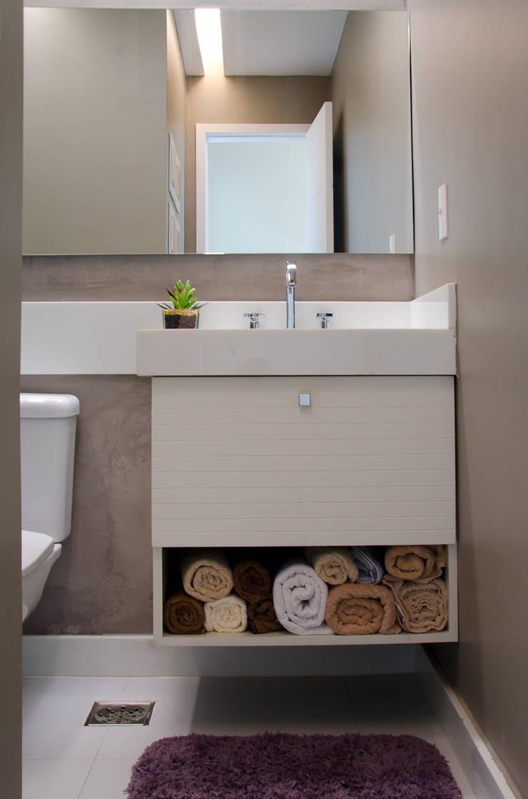 Banheiro Social: Banheiros  por Paula Werneck Arquitetura